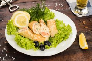 Роллы из блинов с лососем