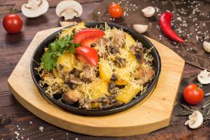 Жаркое из телячьей вырезки с грибами и картофелем
